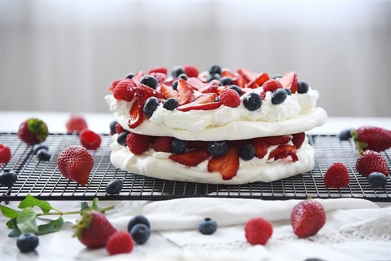 boccone dolce - pavlova dessert