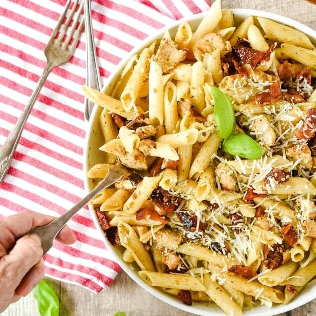 Pesto Pasta with sundried tomatoes