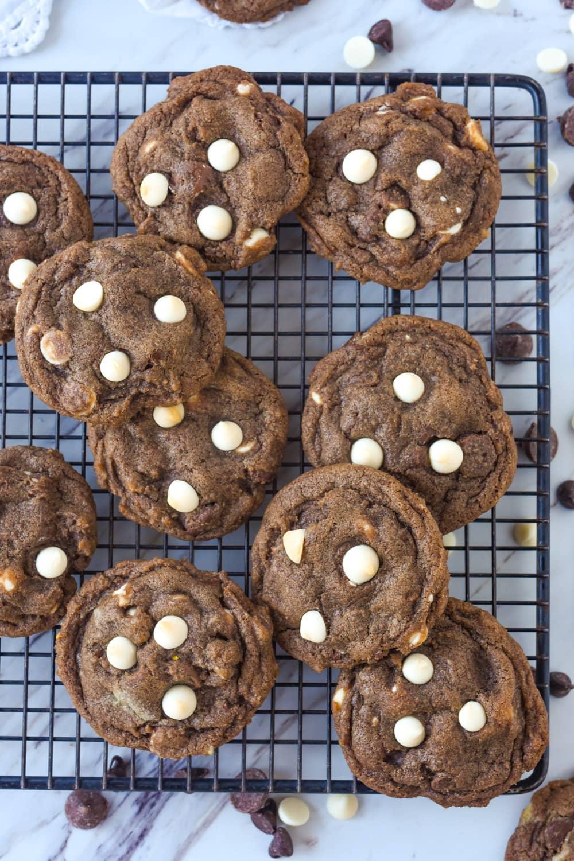 hot chocolate cookies overhead shot