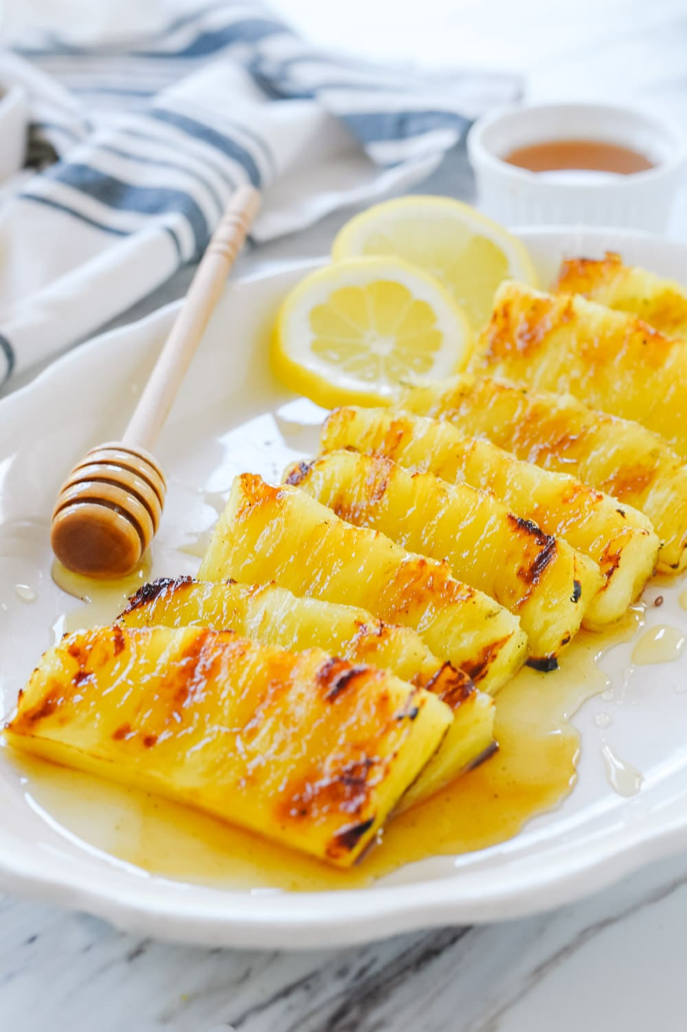 Pineapple with honey and lemon