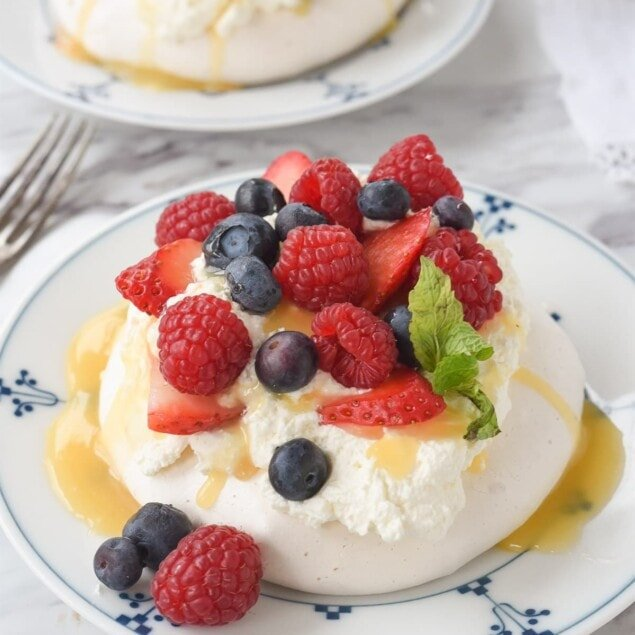 pavlova with berries on top