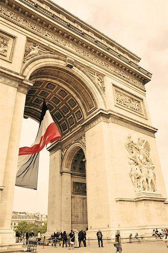 Paris}Arc de Triomphe and Sacre Coeur
