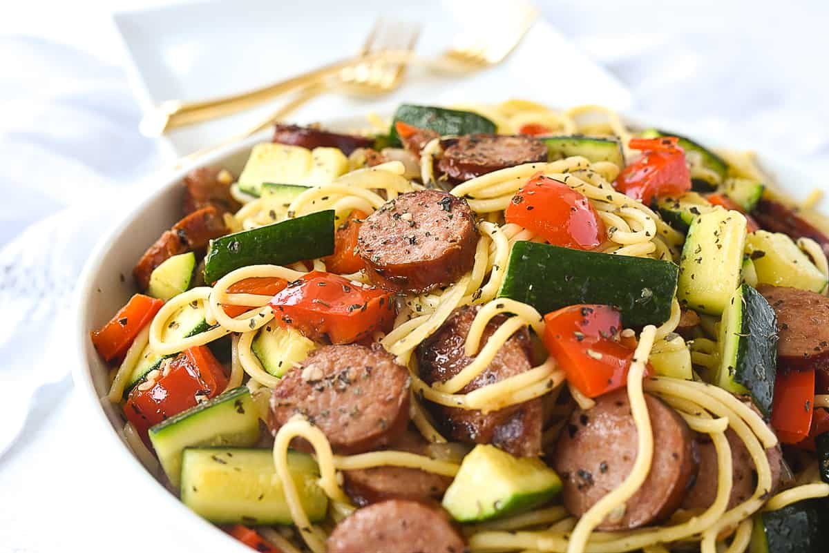 closeup of bowl of vegetable pasta