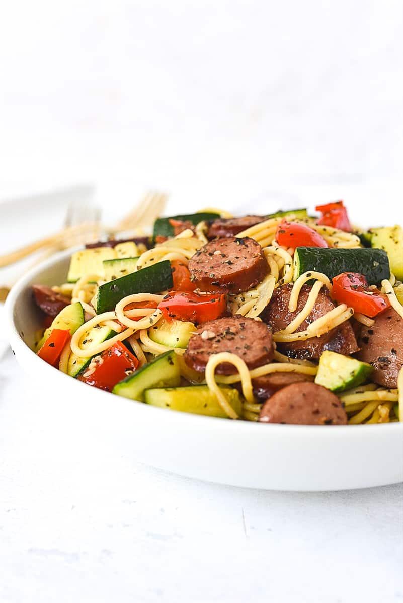 white bowl of vegetable pasta