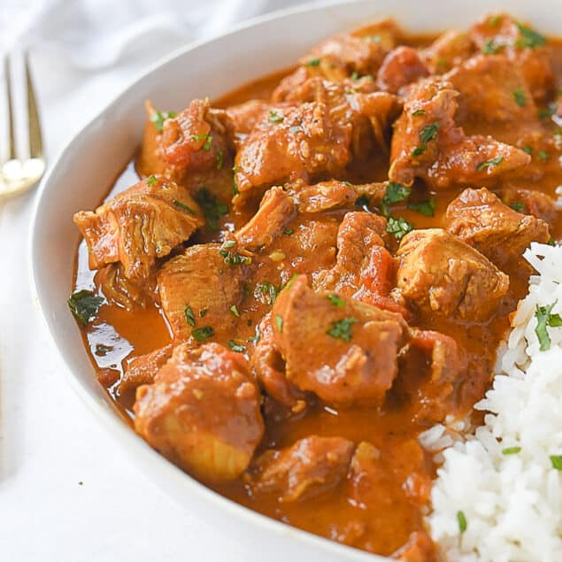 bowl of chicken tikka masala and rice