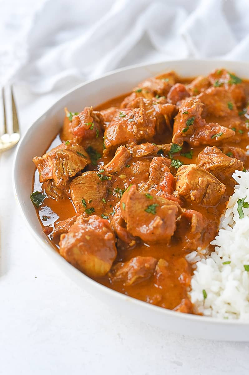 bowl of chicken tikka masala and rice