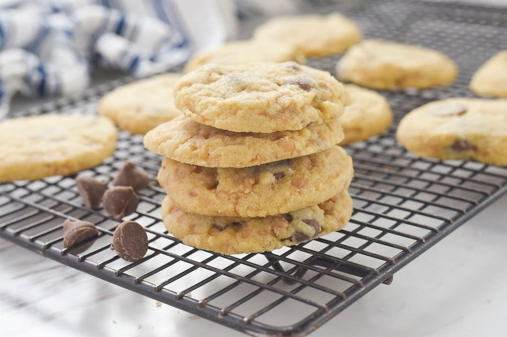 how to make toffee chocolate chip cookies