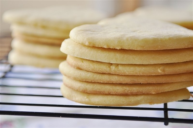 heart shaped valentine sugar cookies