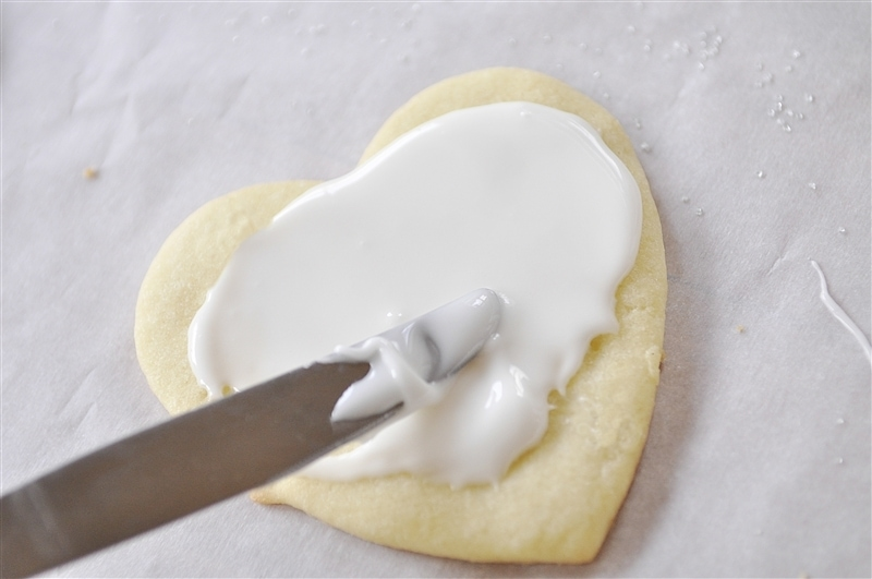 frosting heart shaped cookies