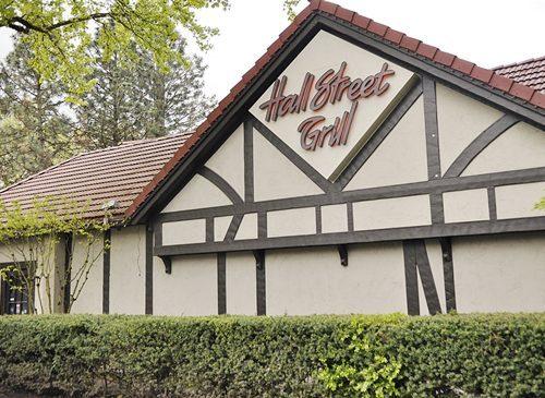Hall Street Grill}Portland