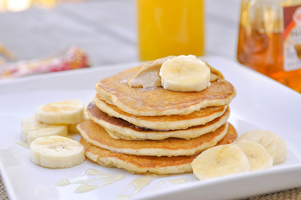 peanut butter pancakes with bananas