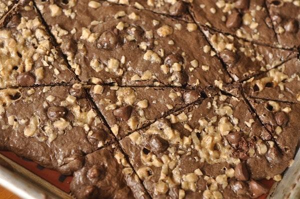brownie brittle on baking sheet