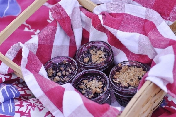mason jar berry crisp