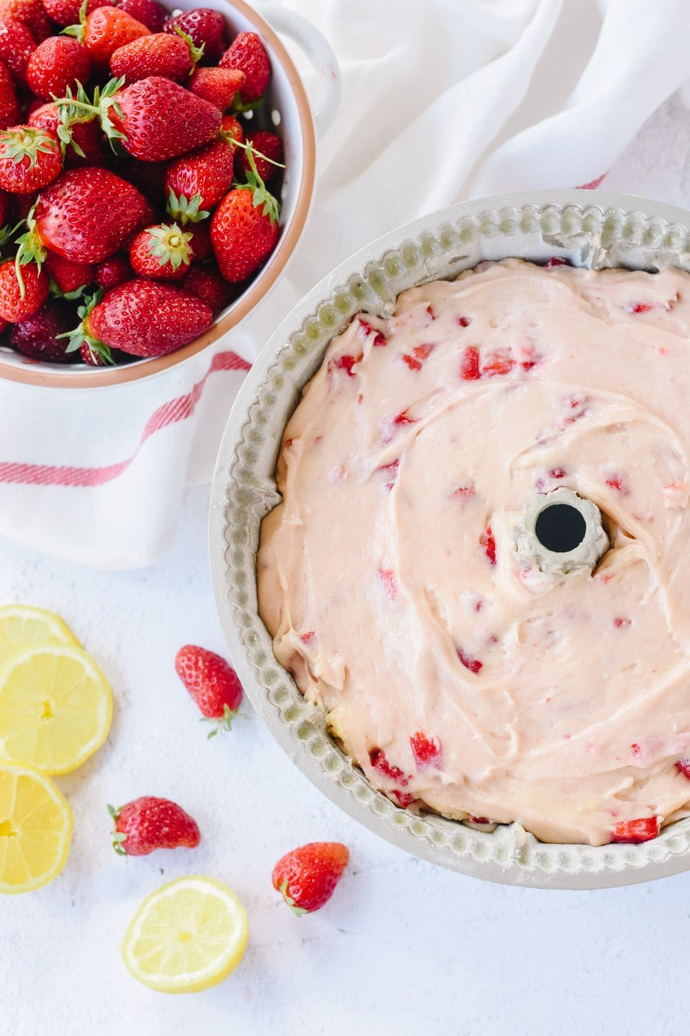 Strawberry sour cream cake recipe
