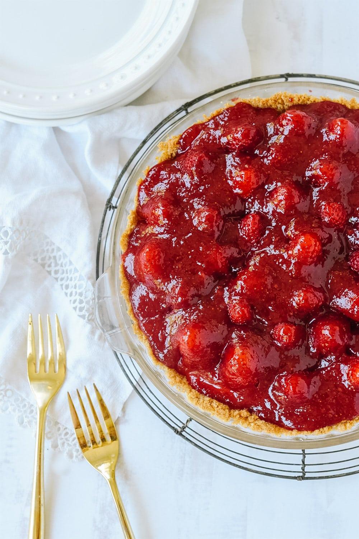 glazed strawberry cream pie