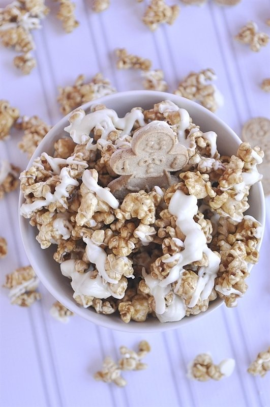 Gingerbread flavored popcorn drizzled with white chocolate