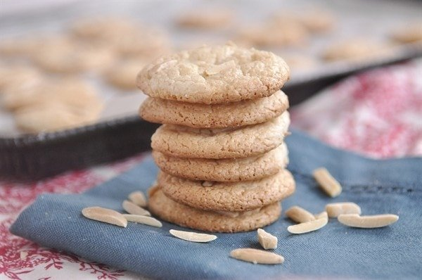 almond cookies and slivered almonds