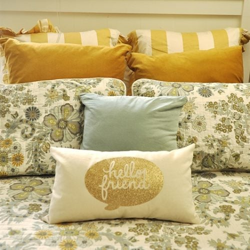 DIY Guest Room Pillow with Iron On Vinyl