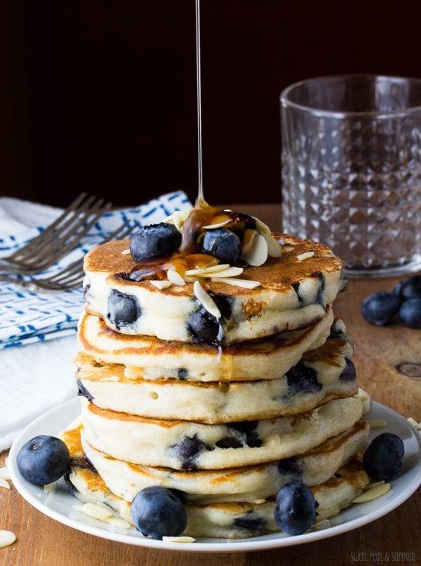 Extra fluffy blueberry almond pancakes