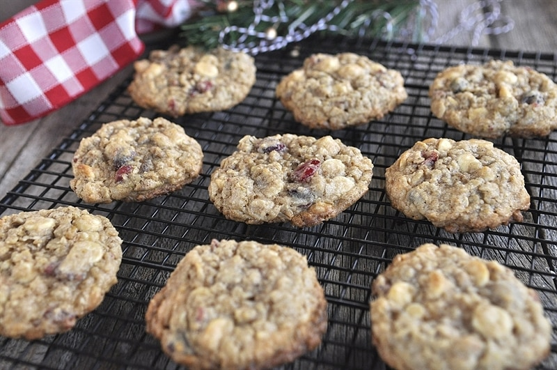 Pistachio Cranberry White Chocolate Oatmeal Cookies - your ...