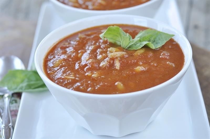 bowl of tomato orzo soup