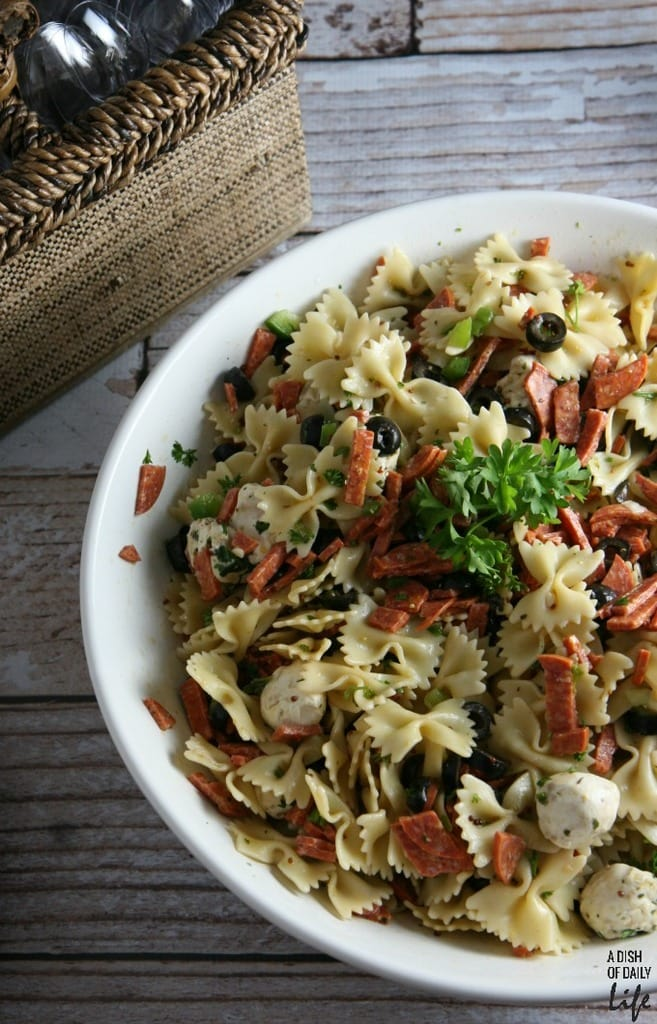 Pizza-Pasta-Salad...all-your-favorite-pizza-fixings-in-a-salad-Perfect-for-your-next-cookout-or-barbeque