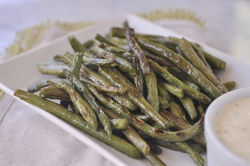 Roasted Green Beans with Dipping Sauce