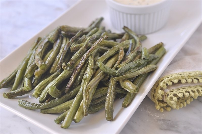 Roasted Green Beans with Spicy Dipping Sauce - your homebased mom