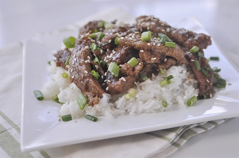 plate of slow cooker mongolian beef and rice