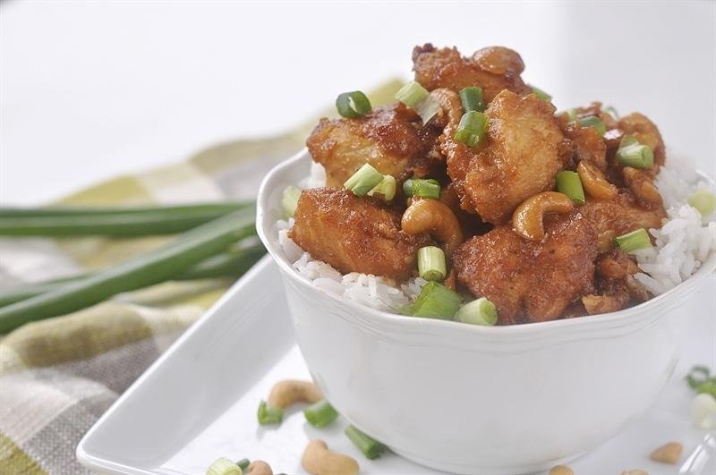 crockpot cashew chicken over rice