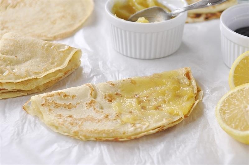 Swedish Pancakes with Lemon Curd