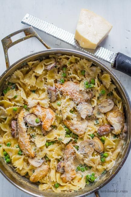 weekly menu - one pot chicken and peas creamy pasta