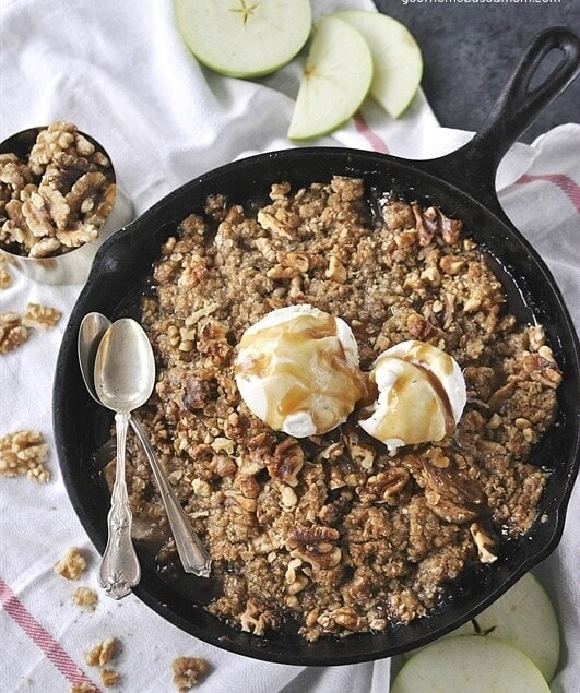 Apple Pear Walnut Crisp is delicious and has amazing flavor and texture thanks to the sweet fruit and the crunch of the walnuts