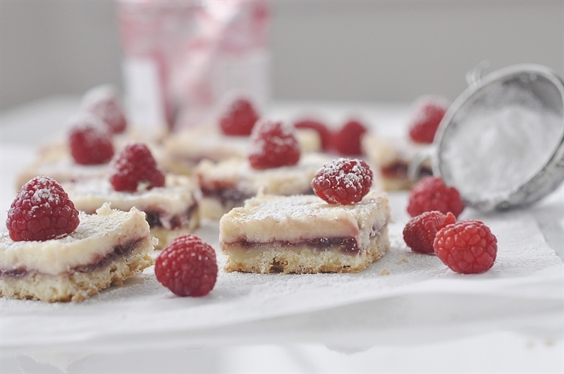 cheesecake bars with raspberriew
