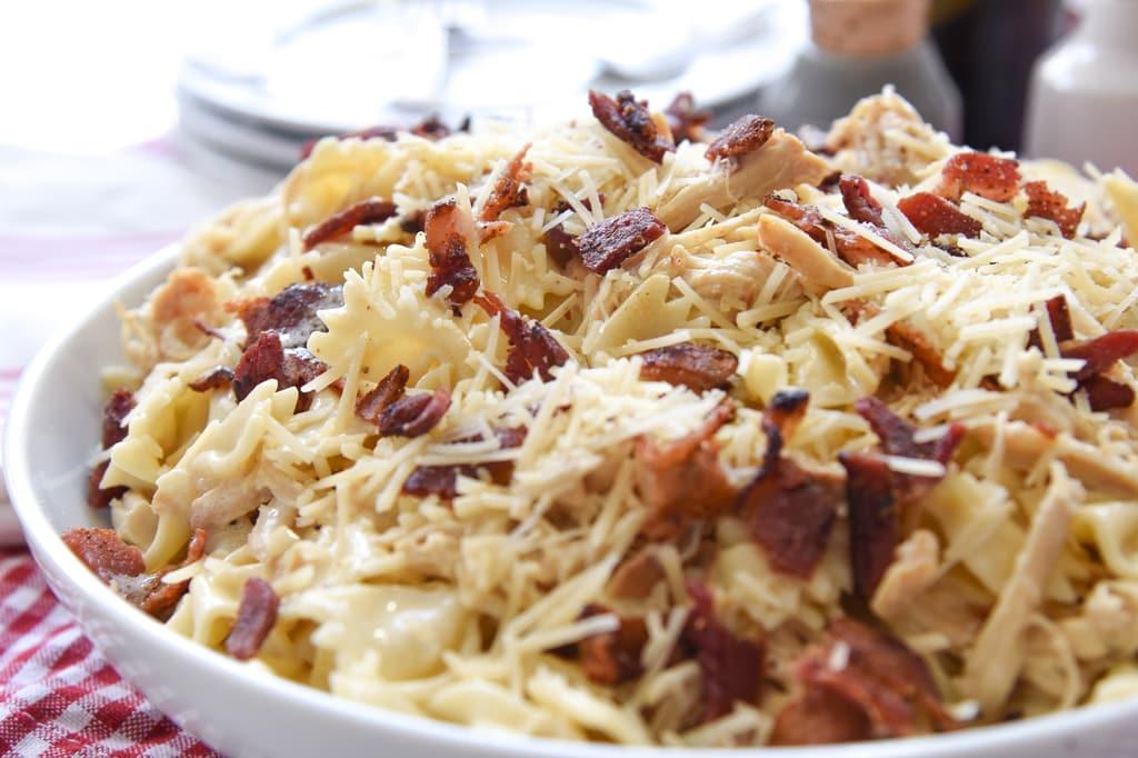 Slow Cooker Garlic Chicken Pasta