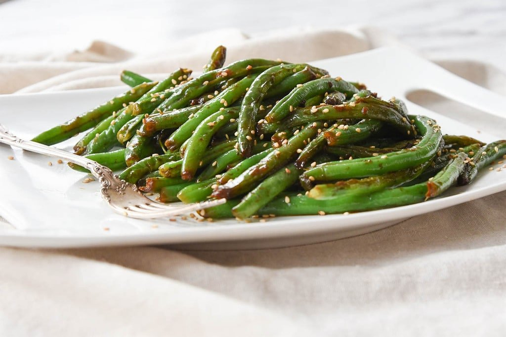 plate of green beans with sesame seeds