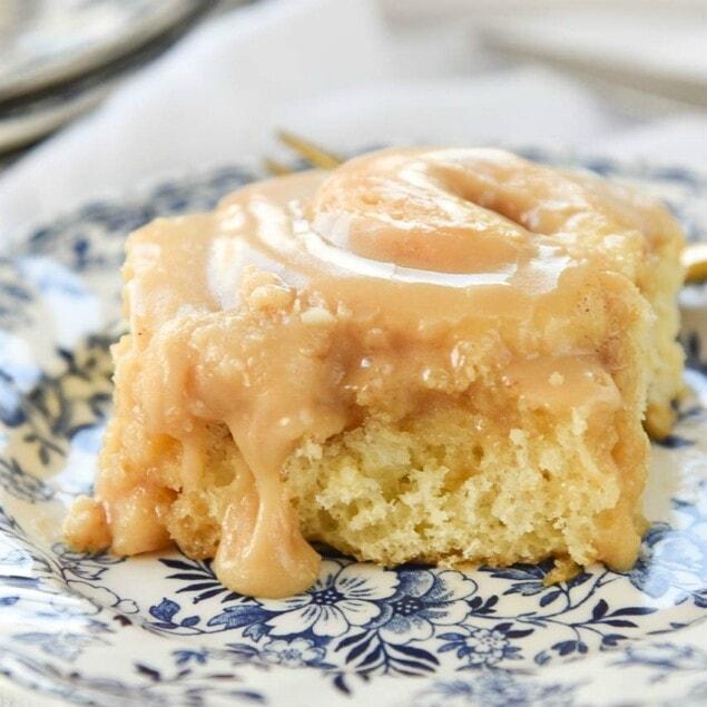 Vanilla Pudding Cinnamon Rolls with Caramel Frosting #cinnamonrolls, #vanillapudding,#breakfast #bread