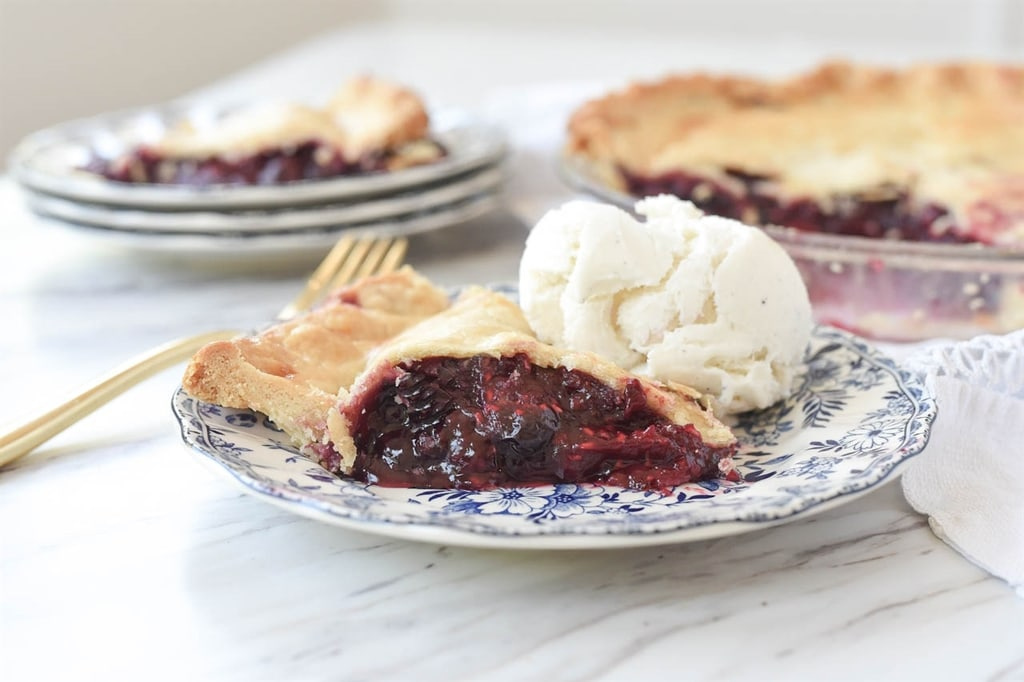 Triple berry pie ala mode
