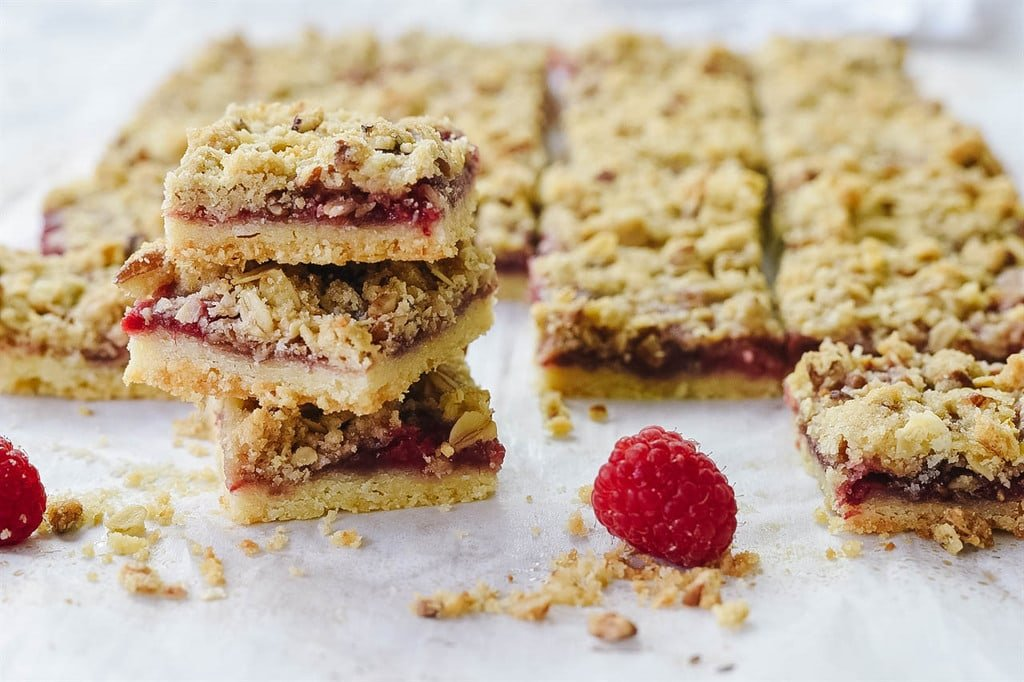 raspberry oat bars
