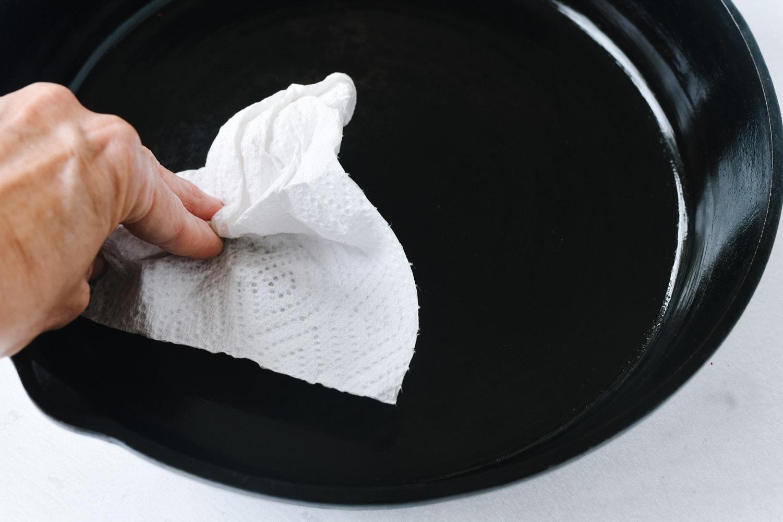 seasoning a cast iron pan