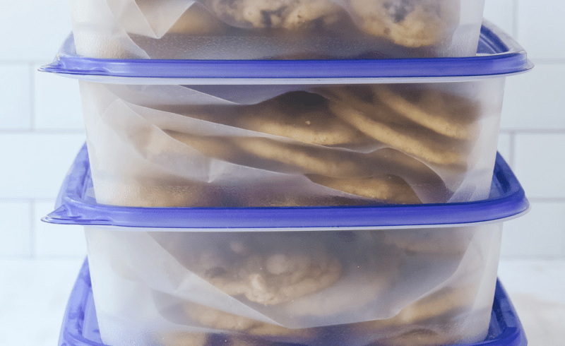 Cookies in containers for freezing