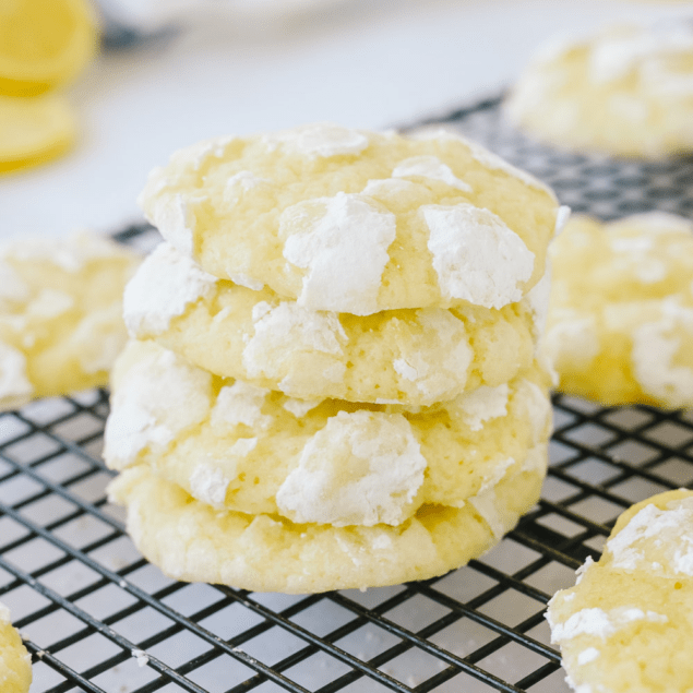 Stack of lemon crinkles