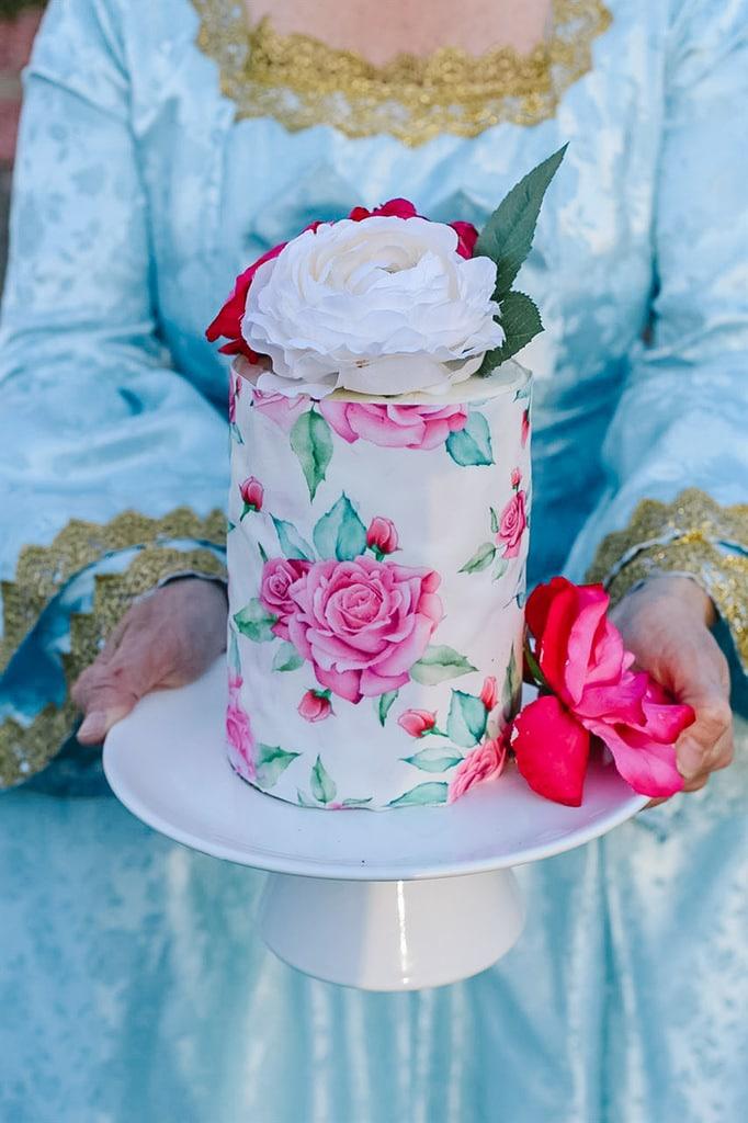 marie antoinette holding a cake