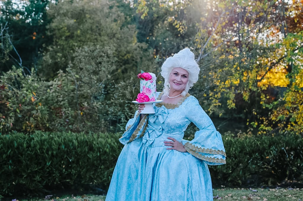 Marie Antoinette and a cake