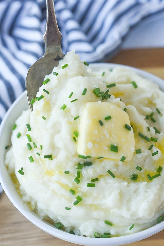 bowl of instant pot mashed potatoes