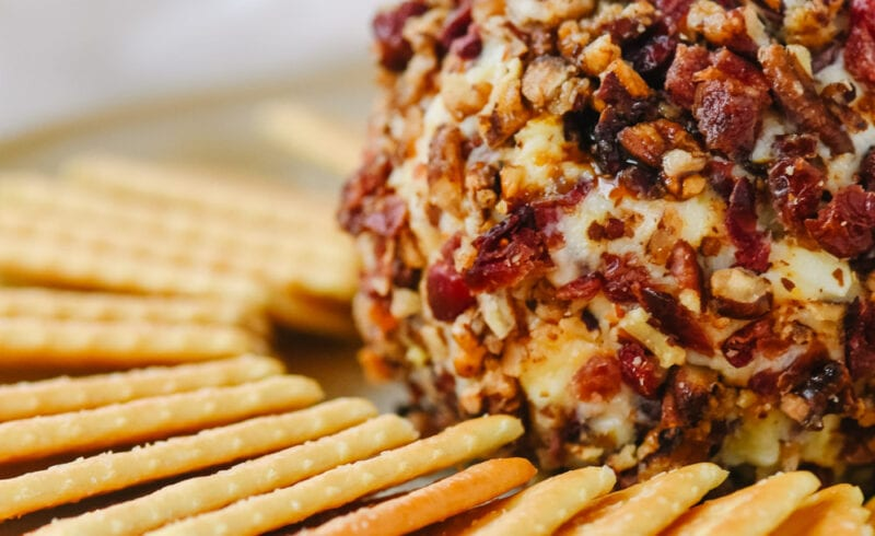 cheeseball with crackers