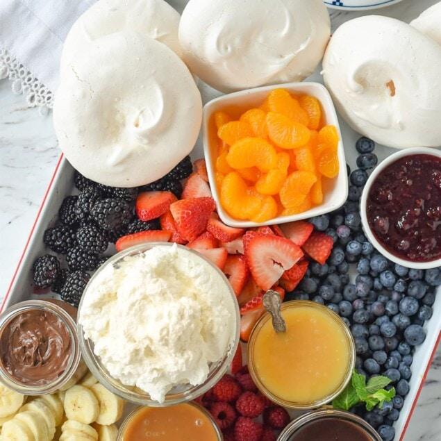 pavlova dessert fruit