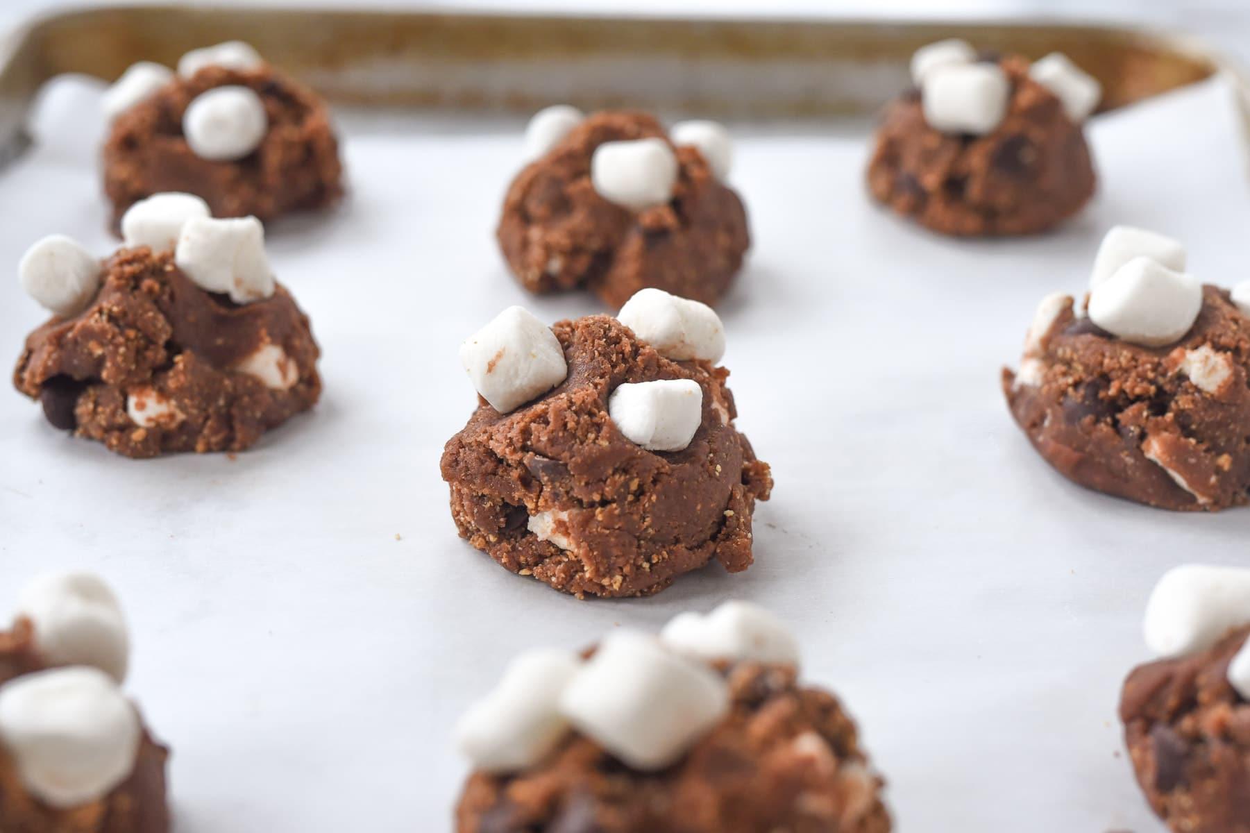 marshmallows on top of cookies