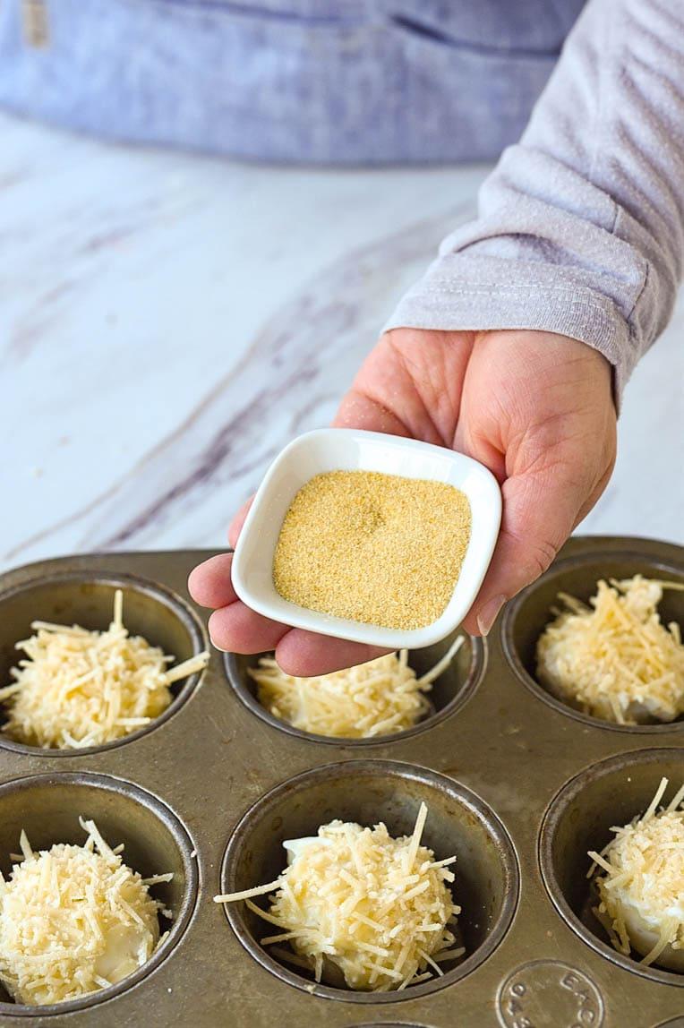 bowl of garlic powder