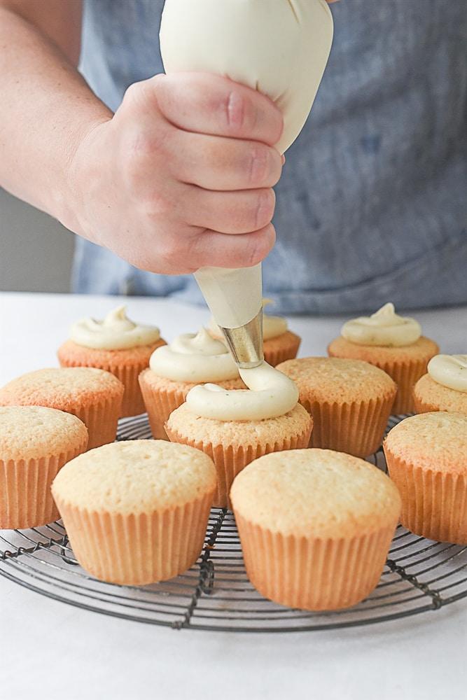 frosting a margarita cupcake